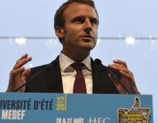 Comment Macron compte devenir roi
