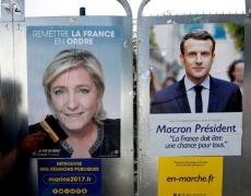 Macron et Le Pen: front contre front, main dans la main.